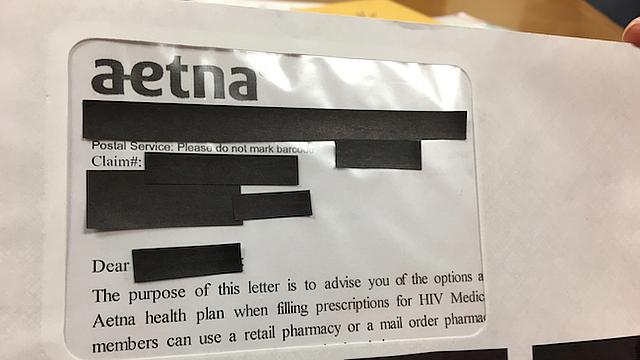 En un correo postal, la aseguradora Aetna violó la privacidad de miles de miembros que son VIH positivos.