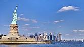 La estatua de la libertad en Manhattan, NYC