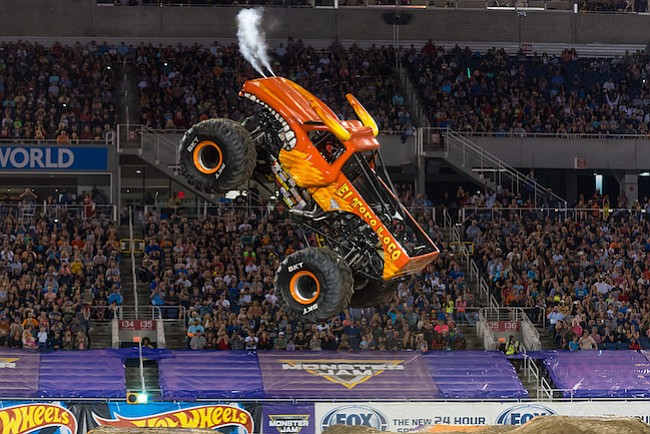 Costarricense vuela sobre ruedas en Monster Jam