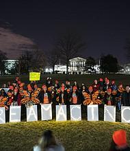 Los partidarios de los soñadores y DACA se reunieron en las afueras del Capitolio de los EE. UU. durante las negociaciones de los legisladores para terminar el del cierre del gobierno.