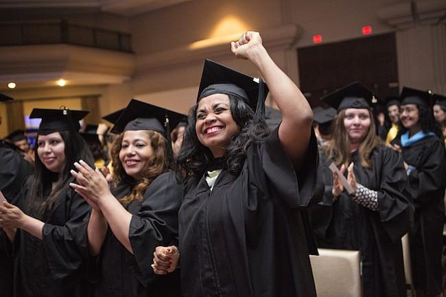 GRADUADOS. Con gran emoción, la cuarta promoción de Wheaton obtuvo sus grados en bachillerato y maestría.