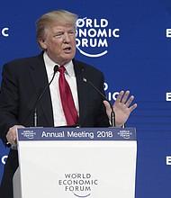 El presidente Donald Trump da un discurso en el Foro Económico Mundial en Davos, Suiza | FOTO: Jason Alden – Bloomberg