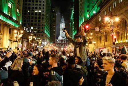 Foles y Eagles convierten las calles de Filadelfia en una auténtica fiesta