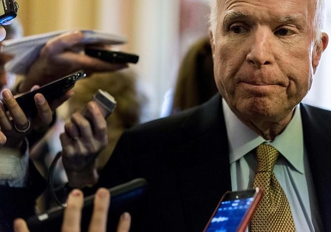 McCain y Coons presentan nuevo plan de inmigración bipartidista en el Senado