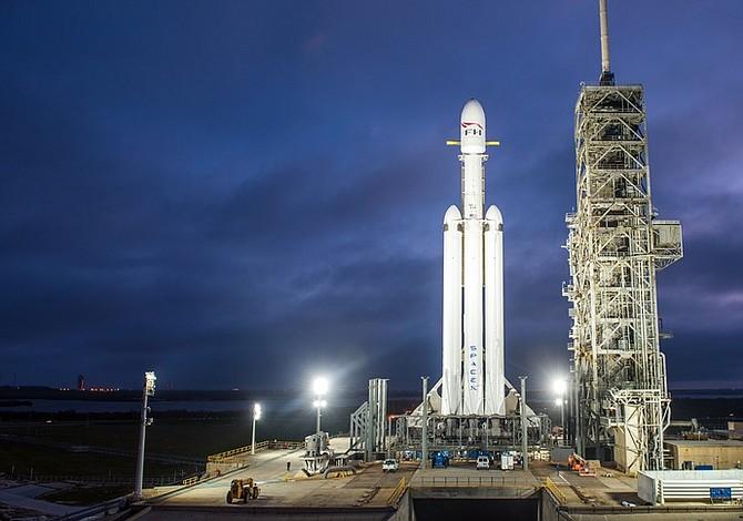 SpaceX abre nuevo capítulo espacial con lanzamiento de supercohete