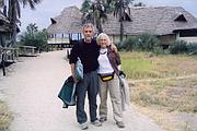 Kelly es una farmacéutica jubilada que dona los honorarios que recibe por dar conferencias sobre figuras históricas para ayudar a la protección de una iglesia del siglo XVIII cerca de su casa.