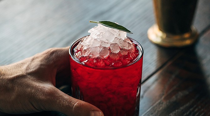 Cherry Crush creado por el bartender latino de Johnnie & Co., Daniel Bautista