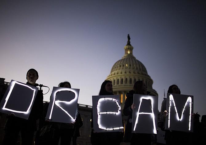 John Kelly dice que Trump no prevé extender fecha de culminación de DACA