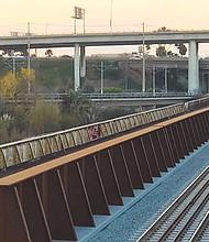 Aspecto del flamante puente ferroviario. Foto-Cortesía: SANDAG.