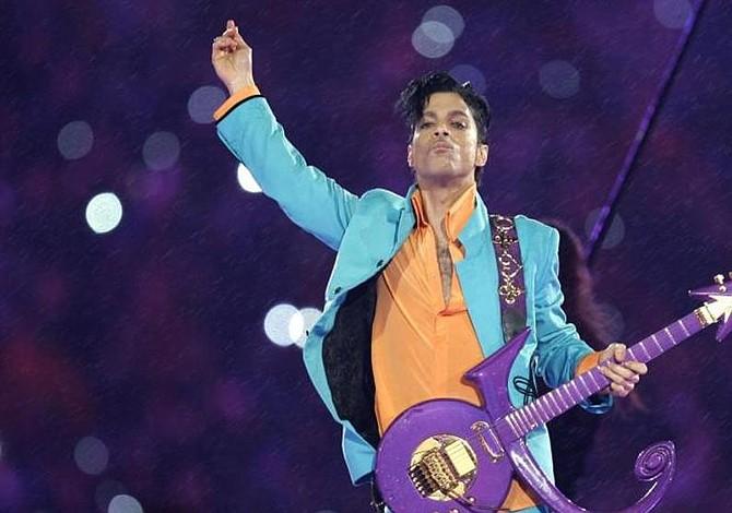 Subastan en EEUU unas botas y un piano utilizados por Prince