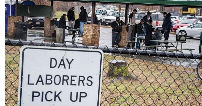 """No somos flojos"": Trabajadores hispanos a destajo le responden a John Kelly"
