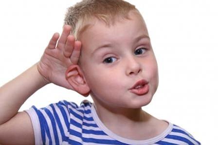 Las señales que indican que su bebé no oye bien