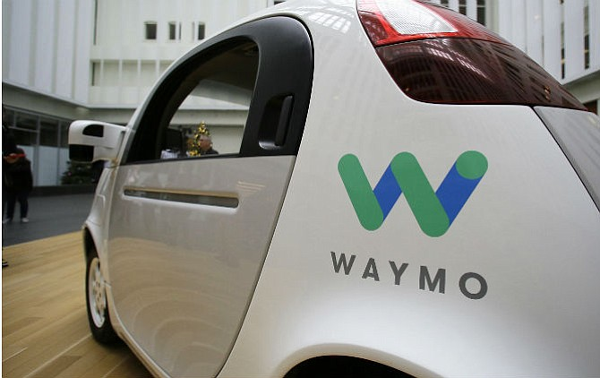 Uber y Waymo llegan a un pacto para cerrar disputa sobre vehículos autónomos