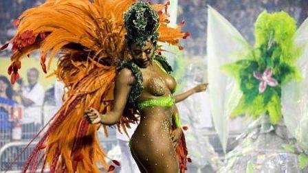 Escuelas de samba de Río abordan problemas de Brasil y critican autoridades