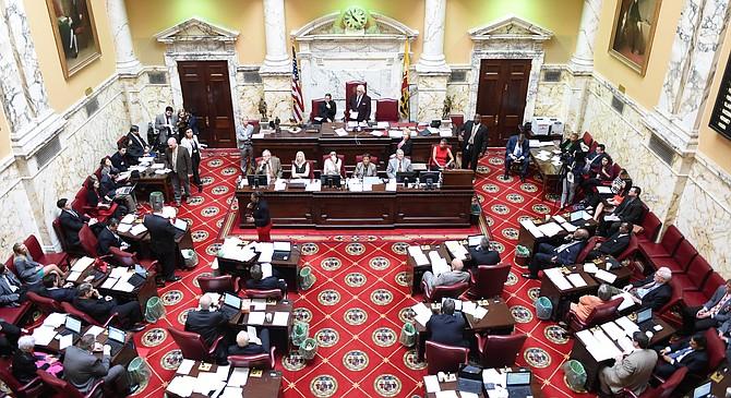 """Sesión del Senado de Maryland liderada por el presidente, el senador Thomas V. """"Mike"""" Miller, Jr."""