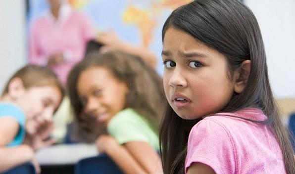 Niños afroamericanos e hispanos son los que más adversidades sufren en EEUU