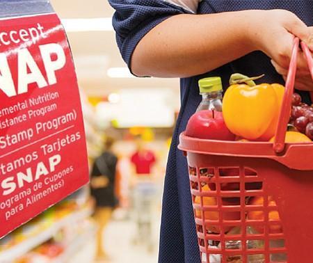 CAMBIOS. El SNAP ofrece ayudas a aproximadamente a 1 de cada 8 estadounidenses. Donald Trump quiere reemplazar los cupones por las cajas alimenticias.