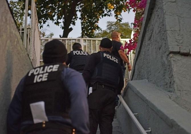 Latinos figuran entre 91 detenidos en redada de ICE
