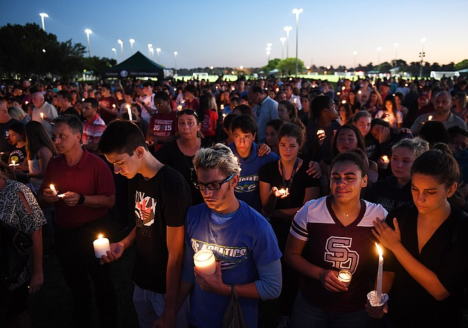 Después del tiroteo, es saludable que los jóvenes marchen y expresen sus sentimientos