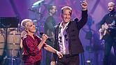 CON EL ALMA DESNUDA. Cantautor mexicano interpretó nuevas versiones de sus más recordados temas junto a artistas como Mijares y Ana Torroja, además de su hijo Alexander Acha.