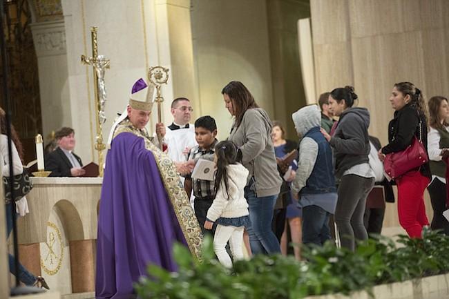 Obispo Dorsonville  pide a feligresía solidaridad con inmigrantes vulnerables