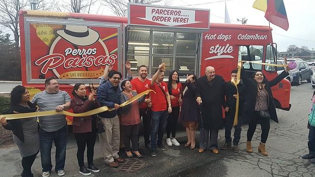 """Inauguración del Food Truck """"Perros Paisas y más"""" en East Boston"""