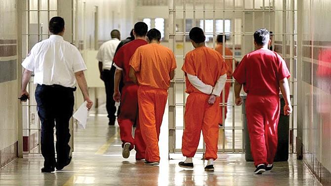 Limitan derechos de los indocumentados en centros de detención