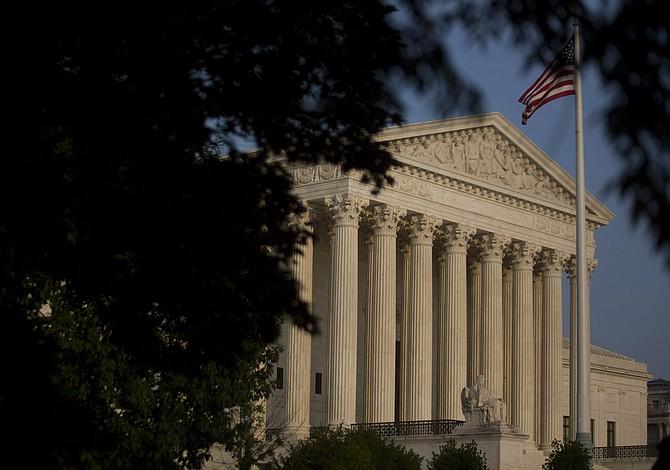 La Corte Suprema desecha sentencia que dice que los inmigrantes detenidos merecen audiencias de fianza