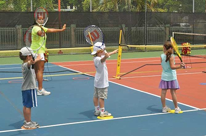 Pequeños tenistas en el Dittmar
