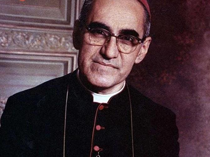 Óscar Arnulfo Romero será el primer santo salvadoreño. El papa Francisco firmó el decreto del milagro por intercesión del arzobispo de San Salvador.
