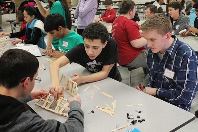 Estudiantes de Fairfax lideran quinta conferencia de STEM