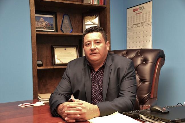 ESPERANZA. El empresario salvadoreño Nilson Cañénguez espera que surja una solución para los beneficiarios del TPS.