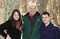 Scott Berry en el centro, con sus hijos Caitlyn y Christopher.