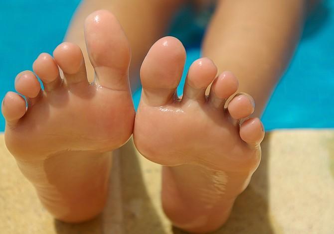 Conoce los beneficios de caminar descalzo y olvídate de los zapatos