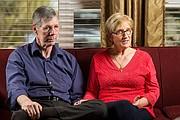"""Sher, una de las hijas de los Emerick, y su esposo Rob Safran, hablan sobre el documental """"Living & Dying: A Love Story"""", en el que registraron la última semana de vida de Charlie y Francie Emerick."""