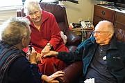 Foto tomada del video del documental sobre la última semana de vida de Charlie y Francie Emerick, quienes eligieron la muerte digna.