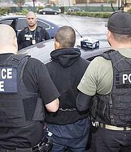 VULNERABLES. En Texas, como en todo el país, ser indocumentado es una condición endeble debido a que las autoridades migratorias los tienen en la mira y, como nunca antes, salen a diario a detenerlos y arrestarlos.