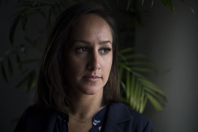 Chloe Caras, una ex alta directiva de Mike Isabella, ha presentado una demanda acusando al famoso chef de acoso sexual.