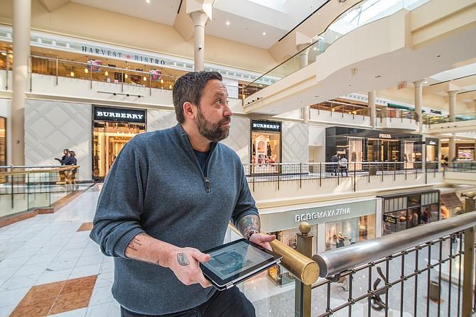 Mike Isabella en Tysons Galleria en 2015. Su restaurant Isabella Eatery, un sitio de comidas de 41.000 pies cuadrados, se encuentra en el centro comercial.
