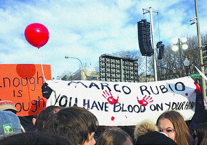 El senador Marco Rubio le dice a los estudiantes que está en desacuerdo con la Marcha por Nuestras Vidas