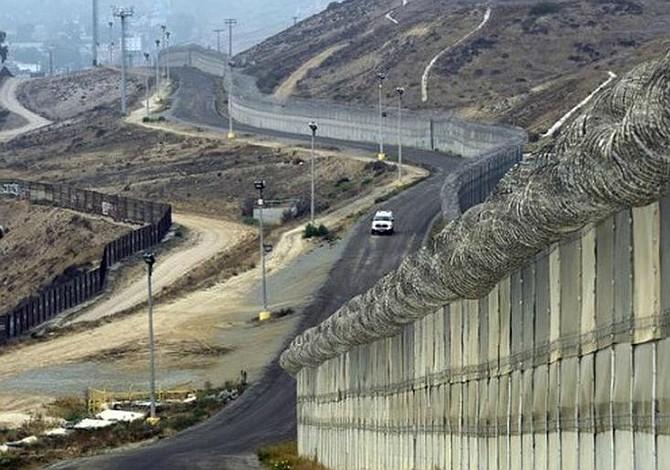 """Sessions anuncia en la frontera plan de """"tolerancia cero"""" con cruces ilegales"""