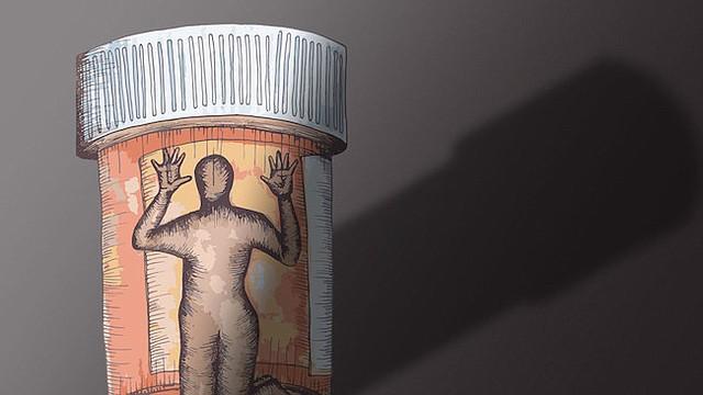 Las personas adictas a los opioides enfrentan asombrosas tasas de recaída del 80% al 90% dentro de los primeros 90 días si intentan una rehabilitación a corto plazo o programas de desintoxicación que eliminen las drogas sin la ayuda de medicamentos