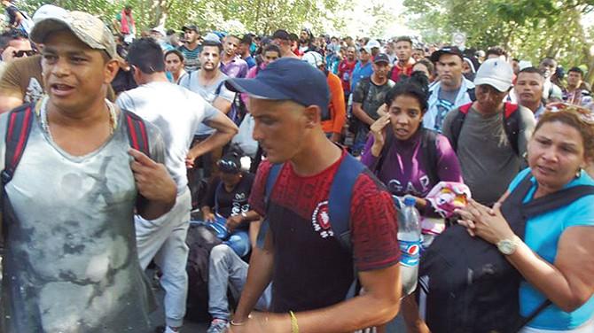 Caravana de migrantes ronda la frontera sur