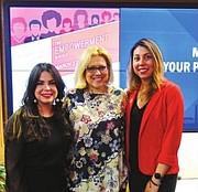 MUJERES. De izquierda a derecha. Angelique Sina, Celeste Carrasco y Mónica Bautista