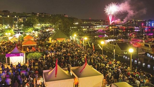 """FUEGOS ARTIFICIALES. El """"Petalpalooza"""" continúa la tradición de fuegos artificiales gigantes para celebrar la primavera."""