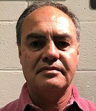 El acusado, Héctor Hermes Lagos Toro, cometió el abuso mientras que los estudiantes se encontraban en el recreo dentro del edificio. Crédito de la foto: Cortesía
