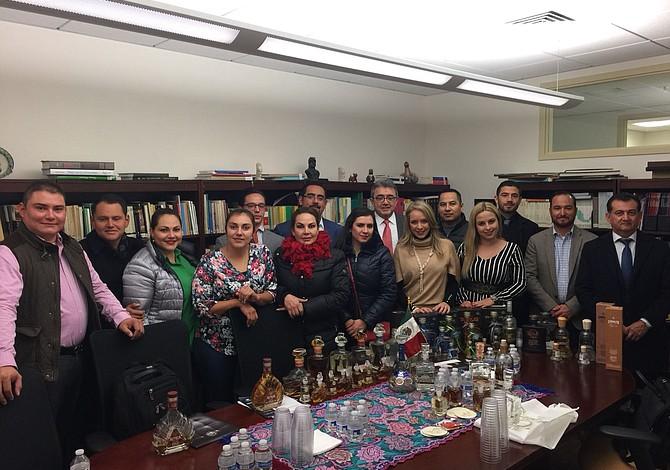 Empresarios mexicanos quieren traer tequila de alta calidad a Massachusetts