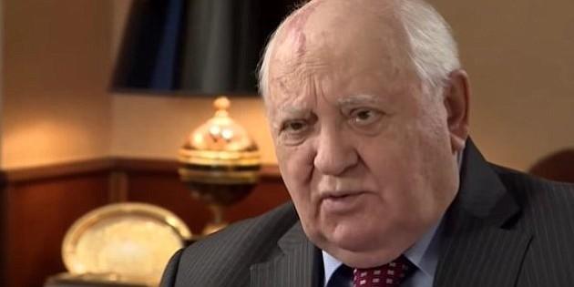 Gorbachov llama a Putin y a Trump a reunirse pronto para rebajar tensiones