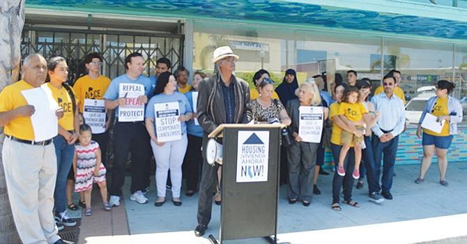 Manifestación en vs. de los altos precios en el alquiler de rentas de vivienda en National City. Foto-Archivo: Horacio Rentería/El Latino San Diego.