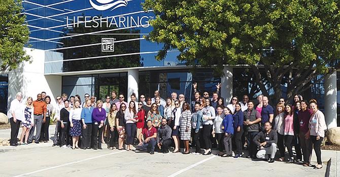 Personal y voluntarios de Lifesharing hacen un llamado a registrarse como donadores de órganos. Foto: Lifesharing.
